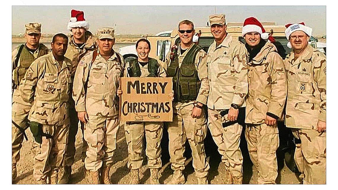 Бэббит с однополчанами в Ираке. Источник: «Твиттер»